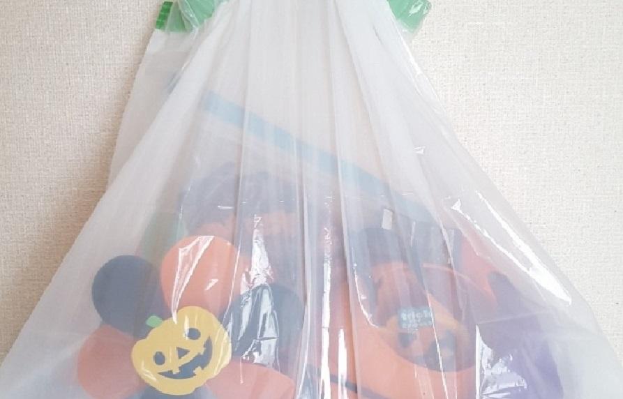半透明の袋に入ったハロウィン雑貨